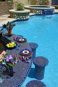 We love these summer-style tiles on this luxurious swim-up swimming pool bar!