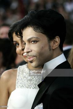 Performer Prince arrives for the 77th Academy Awards 27 February, 2005, at the Kodak Theater in Hollywood, California.