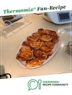 Recipe Keto Scrolls - Mozarella Fat Head Dough by Sarsweeney, learn to make this recipe easily in your kitchen machine and discover other Thermomix recipes in Baking - savoury. 5 Recipe, Dough Recipe, Almond Recipes, Keto Recipes, Fat Head Dough, Recipe Community, Vegetarian Cheese, 4 Ingredients, Lchf