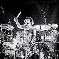 Alex Van Halen, Eddie Van Halen, You Really Got Me, Drum Room, How To Play Drums, 80s Rock, Live Rock, Vintage Vans, Rock Concert
