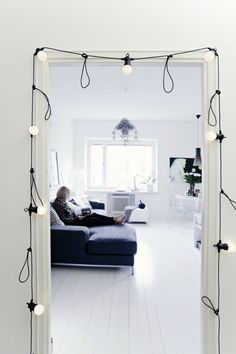 Decorate your room in a new style with murphy bed plans Cama Murphy Ikea, Camas Murphy, Modern Murphy Beds, Bistro Lights, Murphy Bed Plans, Patio Interior, Ikea Bed, String Lights, Twinkle Lights