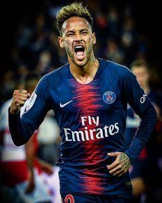 Neymar has revealed Paris Saint-Germain have been too afraid to play him in recent weeks, despite the attacker wanting to get back on to the pitch. Messi Neymar, Neymar Football, Best Football Players, Football Fans, Soccer Players, Neymar Jr Wallpapers, Paris Saint Germain Fc, Cristino Ronaldo, Neymar Brazil