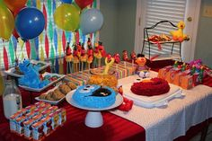 My goddaughter turned two last week, and I worked with her mama to help throw her a Sesame Street birthday party. The birthday . Elmo Birthday, First Birthday Parties, Birthday Party Themes, Birthday Ideas, Half Birthday, Birthday Wishes, Seasame Street Party, Sesame Street Birthday, Cookie Monster Party