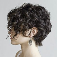 Love her hair what! can my hair DO that? Helena Christensen - style icon for like ever! love her hair here! love her hair Hair Col. Curly Pixie Cuts, Girl Haircuts, Cute Hairstyles For Short Hair, Curly Hair Styles, Long Pixie, Shag Hairstyles, Pixie Bob, Long Haircuts, Natural Hairstyles