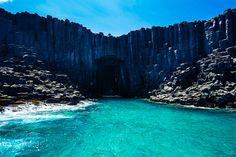 台湾澎湖無人島・西吉嶼の海蝕洞。 灶籠
