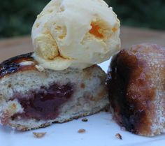 Yes, BBQ doughnut! Promise me you will try this at your next BBQ. BBQing a doughnut? But honestly I have never had people around for BBQ … Fun Desserts, Dessert Recipes, Cold Ice, Summer Bbq, Thai Recipes, Ice Cream, Chocolate, Doughnuts, Schokolade