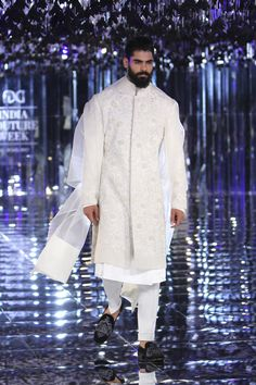 Manish malhotra 2017 couture collection india couture week men clothes in 2 Mens Indian Wear, Indian Groom Wear, Indian Men Fashion, Mens Fashion Suits, Men's Fashion, Groom Fashion, Indian Man, Indian Suits, Couture Fashion