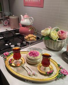 Coffee Milk, Milk Tea, Coin Café, Turkish Breakfast, Chocolates, White Chocolate Cheesecake, Food Displays, Tea Cakes, Perfect Food
