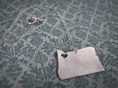 I <3 Oregon! (And I love this necklace!)