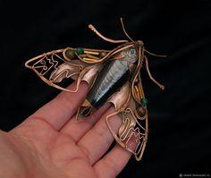 брошь бабочка мотылек бражник брошь авторская бабочка брошьбражник украшение бабочка брошь мотылек брошь бабочка брошь елена щелчкова shelch ща брошь бабочка бражник Enamel Jewelry, Copper Jewelry, Resin Jewelry, Wire Wrapped Jewelry, Jewellery, Copper Crafts, Wire Crafts, Wire Spider, Wire Art Sculpture