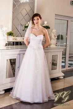 Suknia ślubna nr 6 z kolekcji Lumiere #victoriagabriela #weddingdress