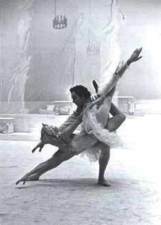 Maya Plisetskaya as Aurora, and Nikolai Fadeyechev as Prince Désiré, in The Sleeping Beauty (Bolshoi Ballet)