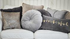 wonderful velvet cushions <3