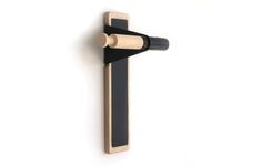 Simplify your life with Lift: the minimal, functional wall hook that declutters your space.