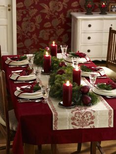 Keep it traditional with rich shades of red and green on your holiday table. | #christmas #xmas #holiday #decorating #decor