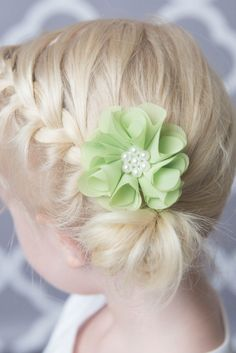 Lime Green Hair clip  * Lime pearl chiffon flower * Pearl center * Attached to a partially lined alligator clip * This clip is perfect for