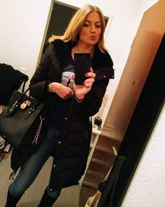 #inst10 #ReGram @mrscrocetti: No more Christmas pics  just a simple mirror selfie ... #selfie #mirror #styling #Style #outfit #bag #handbag #michaelkors #jacket #winterjacket #wednesday #blonde #polishgirl #Spiegel #Tasche #handtasche #Jacke #Mantel
