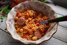 Makron z cieciorką , białą kiełbasą i sosem Arrabbiata http://mojakuchniamalutka.blogspot.com