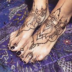 I love this design but the black nails aren't ideal though... Love the idea of matching feet tattoos
