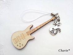 エレキギター(木製)とねこストラップ