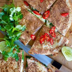 Quesadillas are a favourite of mine for a relaxed summer dinner, cold beer in hand! This vegetarian version is surprisingly filling, and very tasty! Mexican Food Recipes, Vegetarian Recipes, Cooking Recipes, Ethnic Recipes, Mexican Meals, Family Meals, Kids Meals, Family Recipes, Vegetarische Rezepte