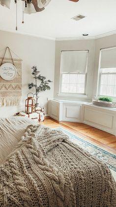 Small Master Bedroom, Master Bedroom Design, Cozy White Bedroom, Master Bedroom Decorating Ideas, Modern Boho Master Bedroom, Bedroom Neutral, White Bedrooms, Bedroom Makeovers, Room Ideas Bedroom