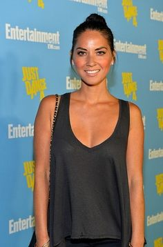 Olivia Munn looked perfectly sun kissed with neutral makeup on the red carpet last week.