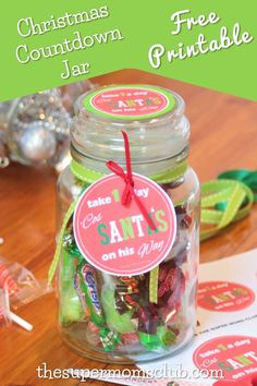 Looking for a easy Christmas countdown jar that you can make in under 5 minutes? Look no further, we have you sorted with this cute idea and FREE printable! Christmas Countdown, Christmas Crafts, Super Mom, Simple Christmas, Free Food, Free Printables, Jar, Diy Crafts, Gift Ideas