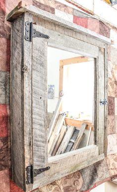 Handmade Medicine Cabinet With Mirror - Nageldesign Bathroom Medicine Cabinet Mirror, Rustic Bathroom Cabinet, Rustic Bathroom Mirrors, Pallet Bathroom, Mirror Cabinets, Rustic Bathrooms, Diy Cabinets, Linen Cabinets, Bathroom Wall Cabinets