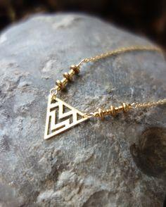 Collier ethnique chic plaqué or pendentif triangle perles