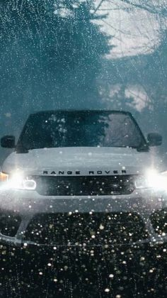 Explore the Land Rover luxury, off-road SUV line, including the Discovery and Range Rover family of vehicles. Range Rover Negro, Range Rover Schwarz, Range Rover Auto, Range Rover Sport Black, Range Rover Evoque, Pink Range Rovers, Wallpapers Android, Sports Wallpapers, Live Wallpapers