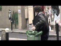 Thomas Louis Jacques Schmitt alias Thom Thom, un artiste de rue qui exprime sa créativité en ciselant les panneaux publicitaires. Il dénonce la sur-consommation.