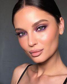 Lila Eyeliner, Purple Eyeliner, Purple Lipstick Makeup, Color Eyeliner, Silver Eyeliner, Eyeliner Styles, Eyeliner Makeup, Pink Lips, Dewy Makeup
