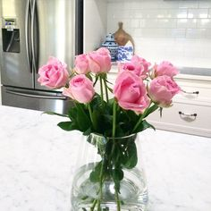 Day off today so that meant the domestic goddess hat was on  groceries ✔️ errands & housecleaning done ✔️ $4.99 Aldi roses ✔️now cuppa time ☕️ Hope everyone had a great day  #kitchen #marble #flowersmakemehappy #pink #aldi #interiorstyle #hbmystyle #qweekendloves #hamptons #roses #whitekitchen #myhome #mystyle #grateful