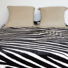 Couverture 2 places design zèbre, dim. 200x220 cm, 100 % polyester.