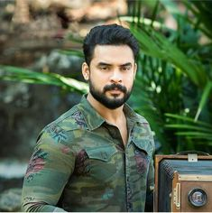 Tovino Thomas 😍 Follow ⬇️ @cinetimesmedia @tovinothomas #tovinothomas #cinetimesmedia #cinetimes #actor #model #actorslife #actors… Movies Malayalam, Malayalam Actress, Actor Picture, Actor Photo, Lucas Movie, Profile Picture Images, Best Photo Poses, Man Photography, Actors Images