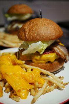 ハンバーガーのメッカになるかもしれないICONのベーコンチーズバーガー / アンガス牛のミスジを使用