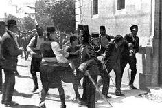 Op 28 juni 1914 was Franz Ferdinand (kroonprins van Oostenrijk-Hongarije) in Sarajevo, Servië met zijn vrouw. Toen ze een rondrit deden sprong er een jongen voor de auto en gooide de bom. Dit overleefde de prins en zijn vrouw Sophie. Even na de aanslag kwam Ferdinand Princip tegen (de Servische nationalist). Princip haalde zijn pistool tevoorschijn en schoot de prins neer. Oostenrijk-Hongarije gaf Servië hier de schuld van en verklaarde de oorlog op 28 juli. Dit was het begin van de WO1.