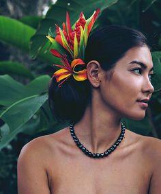 Polynesian Girls, Polynesian Dance, Polynesian Culture, Hawaiian Woman, Hawaiian Girls, Hawaiian Art, Hawaiian Mythology, Hula Dancers, Photo D Art