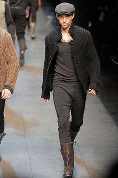 Dolce & Gabbana Fall 2010 Menswear Fashion Show Collection Men's Fashion, Urban Fashion, Winter Fashion, Vintage Fashion, Vintage Style, Fashion Ideas, Fashion Trends, Mens Combat Boots Fashion, Mens Style Guide