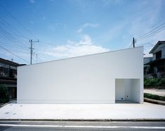 Satoshi Kurosaki Apollo Architects, et. al.: Mur House: not much to look at outside, but inside...yes, please