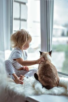 Little kids and kitty cats Animals For Kids, Animals And Pets, Cute Animals, Kids And Pets, Crazy Cat Lady, Crazy Cats, Cute Kids, Cute Babies, Tier Fotos