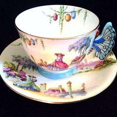 Isn't it lovely ?! #vintage #shabby #antique #fleamarket #inspiration #romantic #flowers