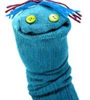 Cosa fare con quei calzini che ci hanno regalato ma proprio non ci piacciono? E con le calze dei bambini messe pochissimo ma che già non va...