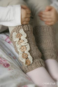 This is a knitting pattern for basic leg warmers with ruffles Rahel (newborn to child sizes). Worked in round and decorated with small buttons. Perfect for those cold autumn and winter days. Suitable for your first knitting project. Easy Knitting Patterns, Knitting For Kids, Free Knitting, Knitting Projects, Baby Knitting, Crochet Patterns, Crochet Bunny, Knit Crochet, Double Pointed Knitting Needles