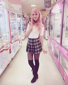 FC: Noodlerella)) Hey guys! My names Connie. I'm 16, British, Bisexual, and single. I run a youtube channel called Noodlerella. I LOVE anime and anything Japanese, I'm a total weeb. Anyways, come say hi!