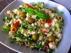 Sałatka z kaszą kuskus, serem feta i rukolą - Blog z apetytem Cobb Salad, Potato Salad, Diet Recipes, Salads, Lunch Box, Food And Drink, Rice, Cooking, Ethnic Recipes