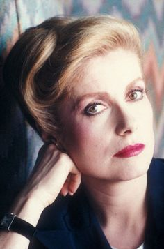 Catherine Deneuve, another ultimate SC beauty. defined lips, vintage-y yet minimal beauty and jewelry Catherine Deneuve, Jeanne Moreau, French Actress, Old Actress, Pregnant Man, Dancer In The Dark, Minimal Beauty, Blind Girl, Michelle Pfeiffer
