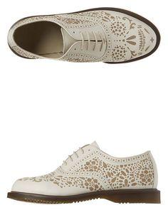 Dr Martens - Kensington Aila Skull Etched 5-Eye Oxford Shoes - Off White