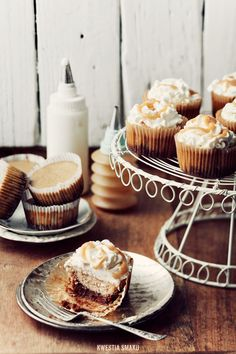mini cappuccino cheesecakes with cocoa and caramel